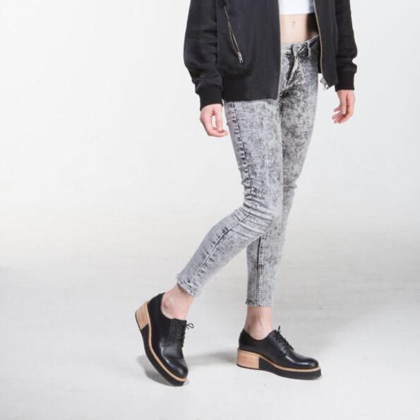 Chaussure-a-talon-lacet-noir-derby-femme-595x595