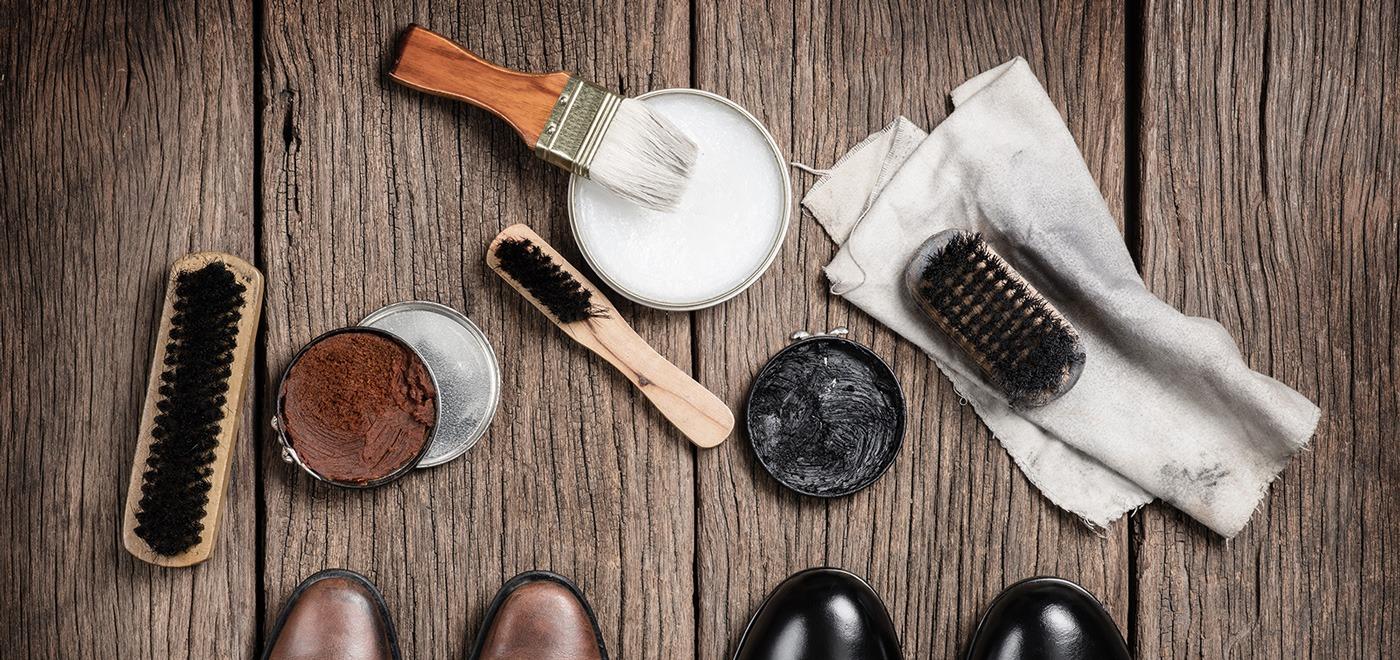 cirage des chaussures en cuir